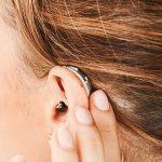 ¿Qué determina el precio de un audífono?